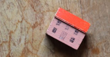 How to Declutter When Downsizing Home