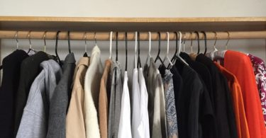 KonMari folding method: clothes handing in order of weight