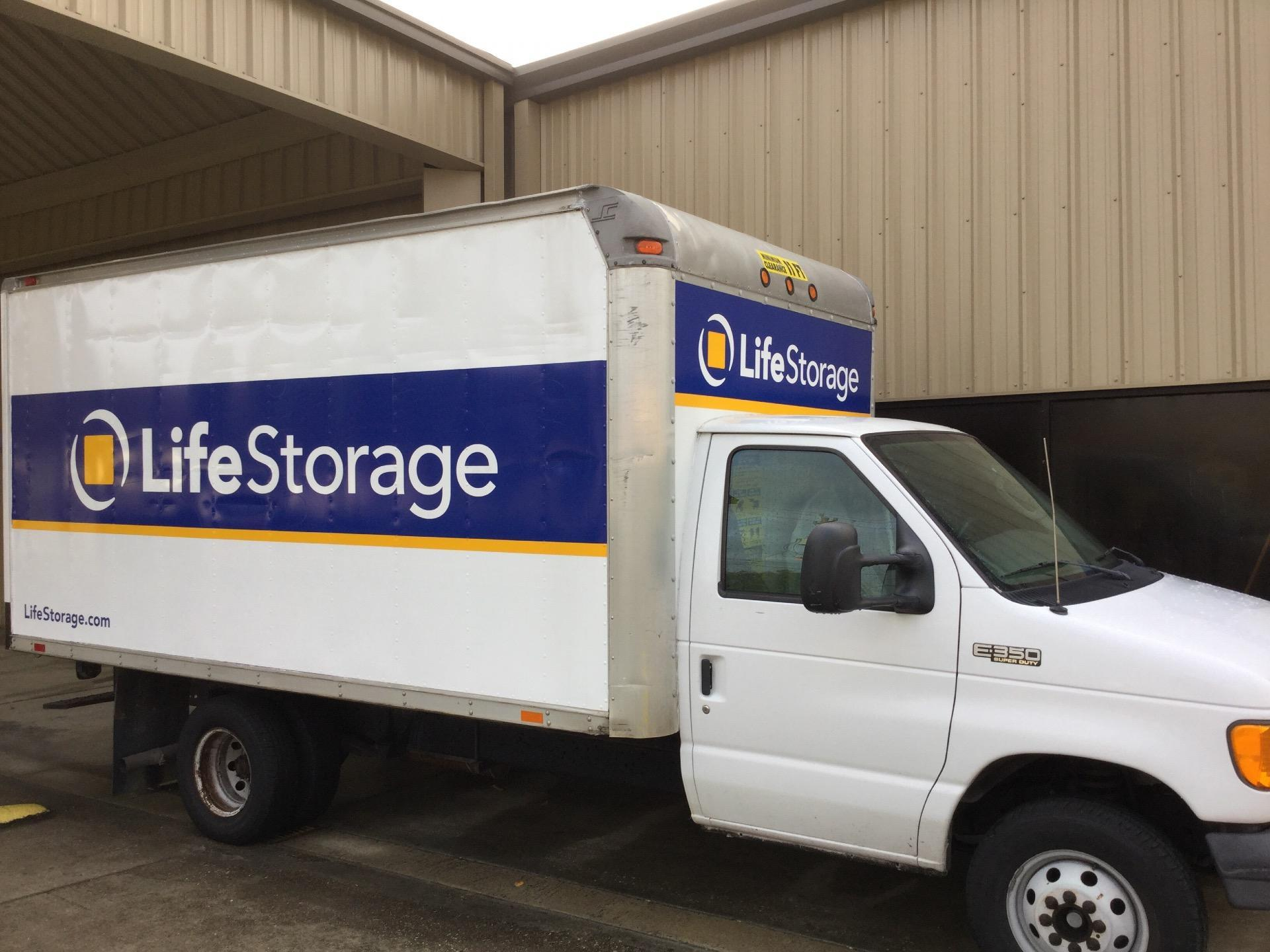 How to Rent, Load and Drive a Moving Truck - Life Storage Blog